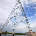 Apoyo torre electrica en el agua